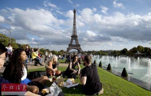 法国埃菲尔铁塔 资料图片