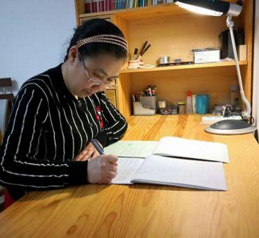 学艺术让她的精神世界不断升华 ——访寿光日报成人书法班学员张玉珍