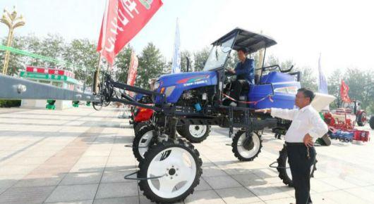 持续推进农业机械化转型升级