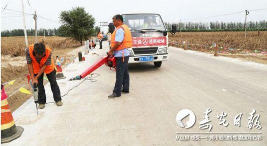 众志成城抢修水毁道路 万众一心加快灾后重建
