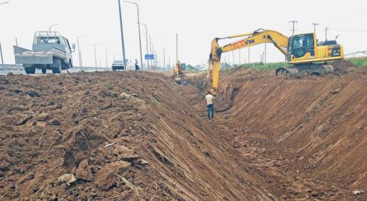 """建设""""三横三纵""""排水沟渠 打造农田排涝样板工程"""